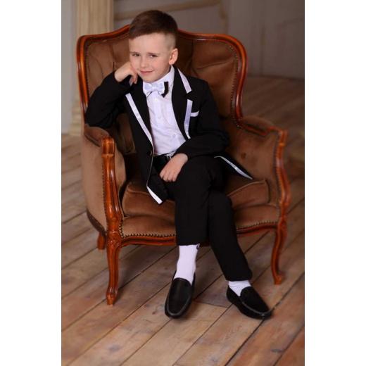 Модный костюм для мальчика черный с белой отделкой