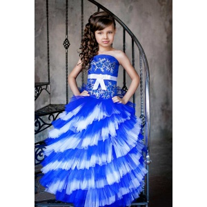 Длинное платье для девочки синее с белым
