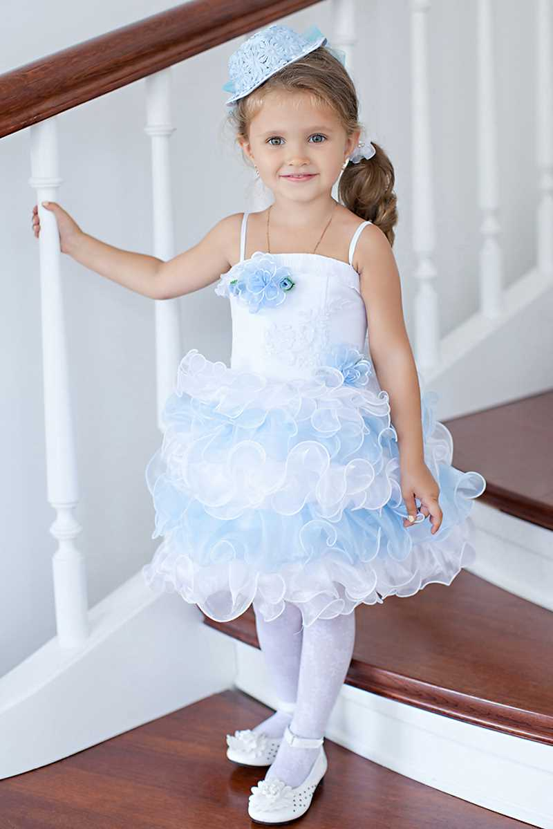 платье для девочки бело-голубое